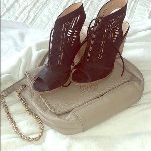 Restricted heels